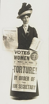 Vida Goldstein selling Votes for Women newspaper 1912 photographer T Humphrey & Co.  State Library Victoria (MS11749/PHO1)